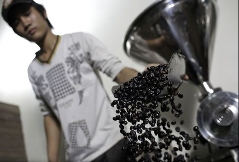 Robusta Coffee Beats Arabica as Folgers Cut Prices