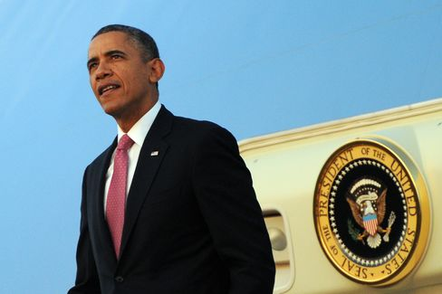 President Barack Obama Disembarks from Air Force One in Seattle