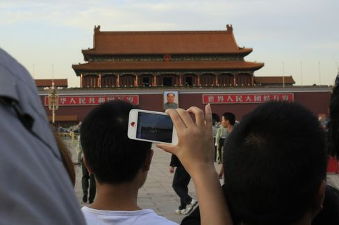 Chinese Show Corruption Concern in Survey as Leader Shift Looms