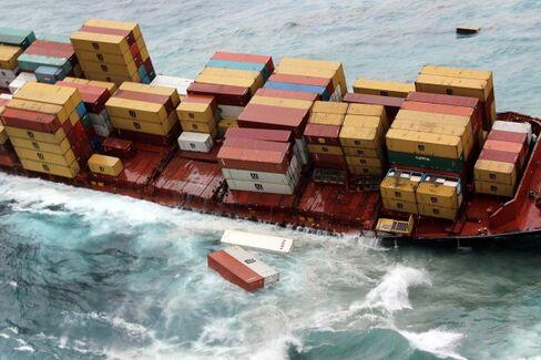 Cracks Appear in Stricken Ship Spilling Oil Onto N.Z. Coast