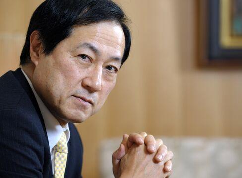 Mizuho May Consider Merrill Lynch Share Sale on BlackRock