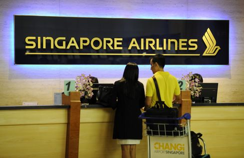 Singapore Air Falls as Aircraft Sales Mask Declining Yields