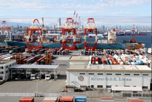 Japan's Trade Gap Widens as Exports Less Than Forecast