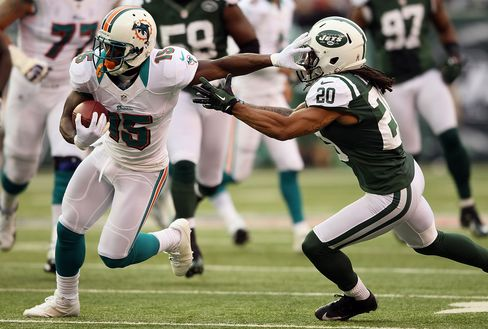 Dolphins Beat New York Jets 30-9 for Third Consecutive NFL Win