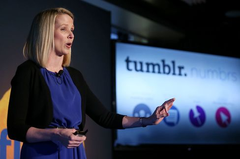 Yahoo's Mayer Impresses Investors More Than Advertisers