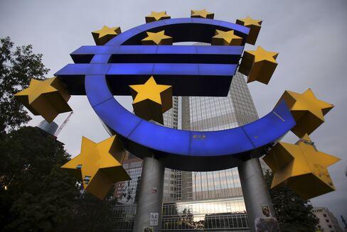 Draghi Stares at Spain as Bond Brinkmanship Keeps ECB Waiting