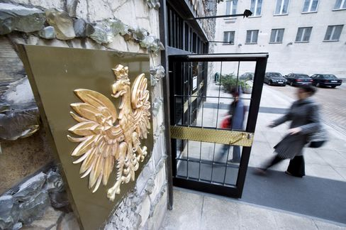 Polish Central Bank Unexpectedly Raises Rates to Combat Prices