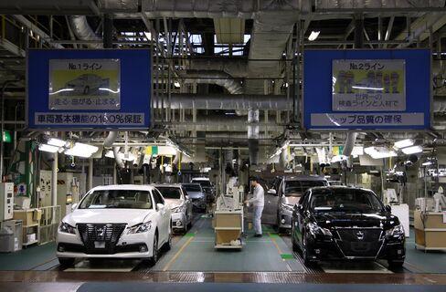Toyota Motor Crown Sedans Undergo Inspection