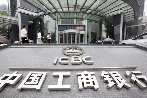 China Banks Outlook May Be Souring on Loans, Moodys Says