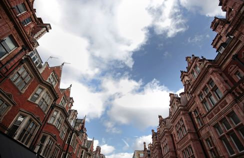 London Boom Pushes U.K. House Prices to Four-Year High