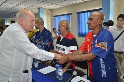Gang Truce Spurs Bond Rally as El Salvador Murders Tumble 70%