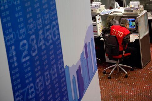 Hong Kong Stocks Fall as City's Developers Slide; Zoomlion Falls