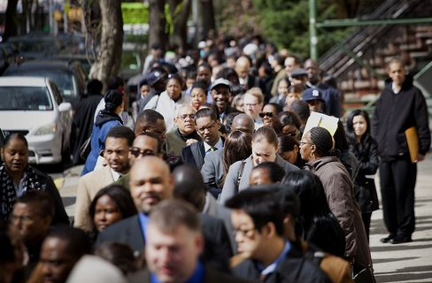 Jobless Claims in U.S. Were Little Changed at 370,000 Last Week