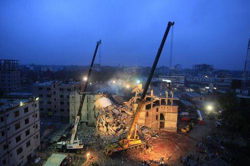 Bangladesh Accelerates Hunt for Building Survivors as Hopes Fade