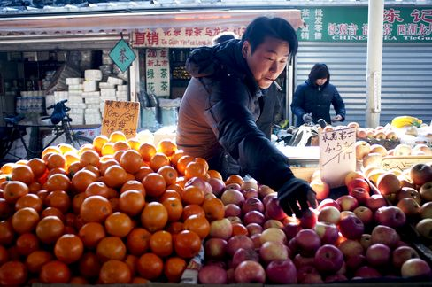 Chinese Consumers' Confidence Slides on Inflation Concern