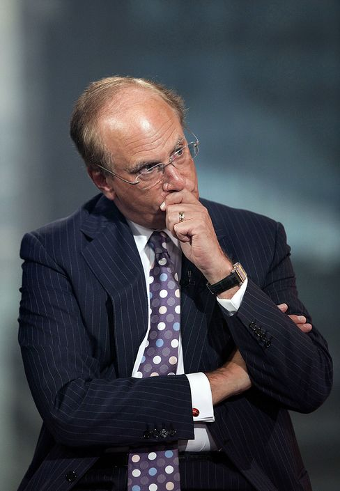 BlackRock Shares Fall as Fink Says Investors' Fears Remain