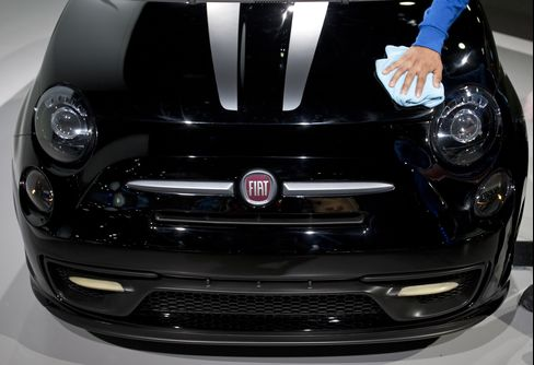 Fiat 500 Woos Texans to Beat Mini as Other Models Wither