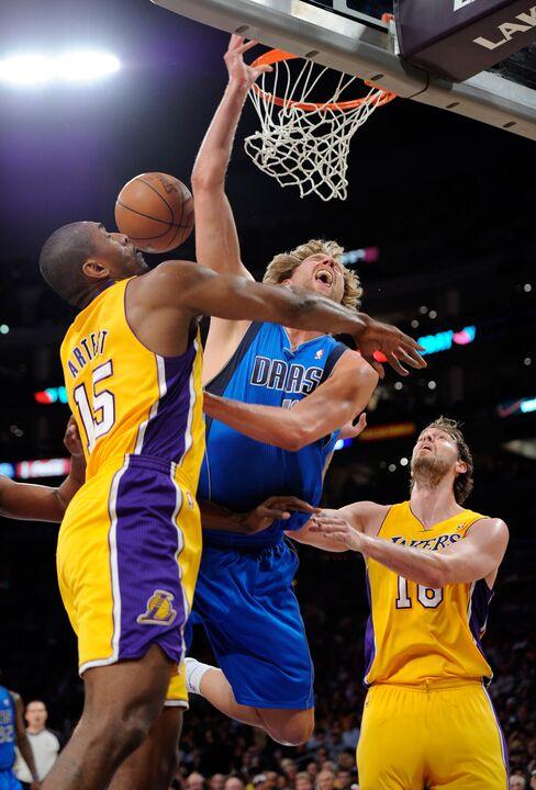 Mavericks Take 2-0 Lead Over Lakers
