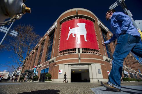 Zynga Lures Best Buy's Lee to CFO Role Amid Turnaround Effort