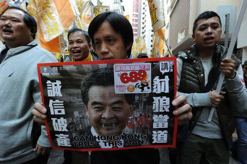 Hong Kong Protesters Demand Leung Step Down on Credibility Loss