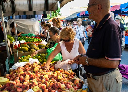 Spanish Consumer Prices Drop at Fastest Pace Since Credit Crunch