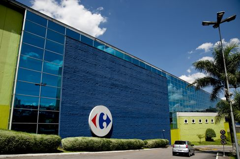 Carrefour Falls After Cutting Annual Profit Forecast