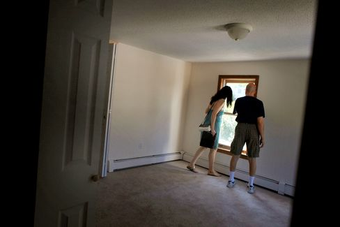 Housing Sales Hurt as Fewer Immigrants Chase Dream: Mortgages