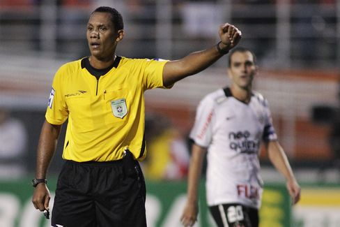 Referee Marcio Chagas