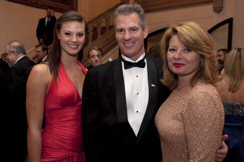 Gender Gap Widens in Massachusetts as Brown's Wife Hits Airwaves