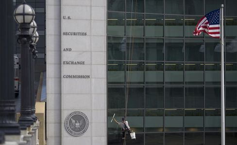SEC Hiring Investigator to Review Complaints About Its Watchdog