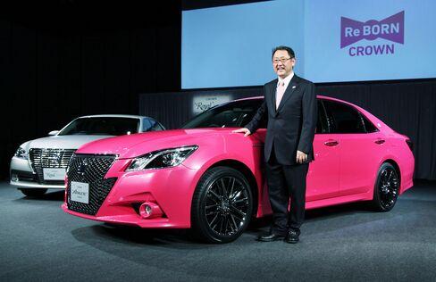Toyota Starts Remodeled Crown Sales in Japan After Slump