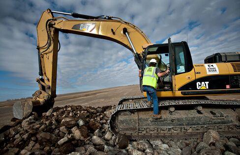 Caterpillar Cuts 2015 Earnings Outlook as Mining Spending Falls