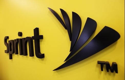 Sprint's Deal With Softbank Seen Roiling U.S. Mobile Market