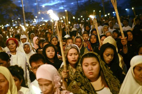 Philippine Muslims Call for Cease-Fire After Malaysia Assault