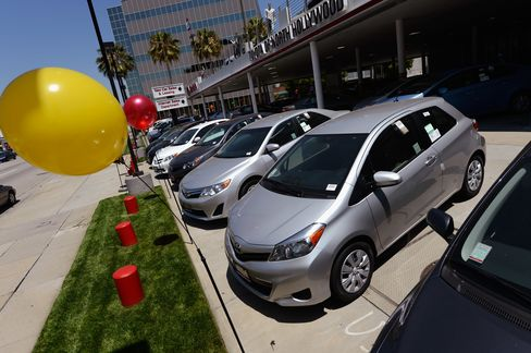 Vehicle Sales Seen Buoyed in U.S. as Bonus Incentives Grow: Cars