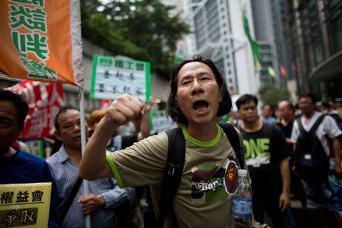 Hong Kong Port Workers Offered Higher Wages as Protests Grow