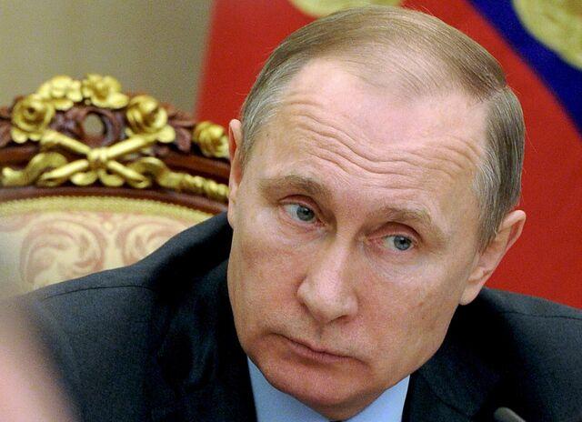 Πώς επιβιώνει ο Putin από τη χαμηλή τιμή του πετρελαίου