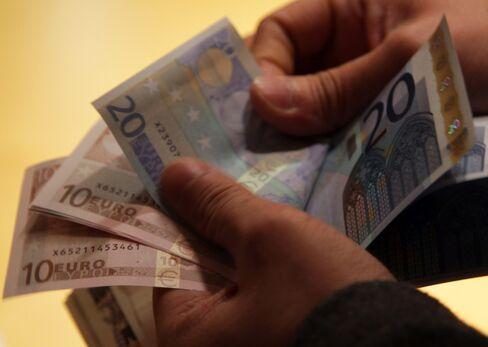 Euro Weakens Against Dollar, Yen Amid Spanish Political Turmoil