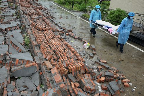 China Rescuers Pull 150 Survivors From Rubble After Deadly Quake