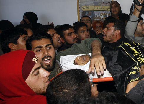 Israeli Soldiers Kill Two Militants in Gaza Strip