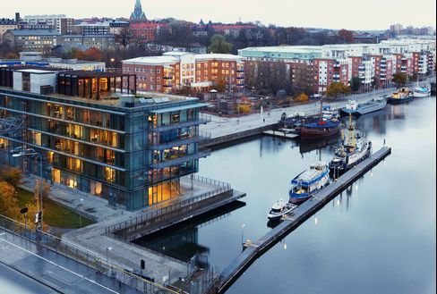 As buyers take on more and more debt to purchase homes in popular areas such as Stockholm's Soedermalm district, Swedish politicians, policy makers and bankers are debating what should be done to put the brakes on borrowing. Photographer: Paul Murphy/Bloomberg Markets.