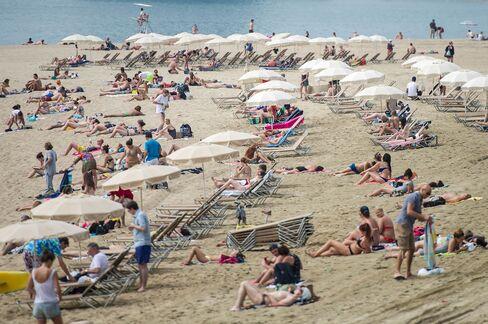 Spain Bond Returns Double Italy's on Rajoy Recovery