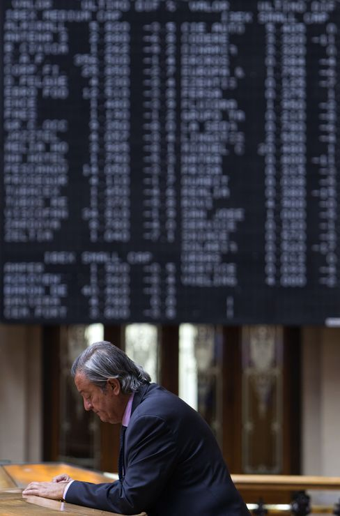 Stocks Fall With Euro as Commodities Drop
