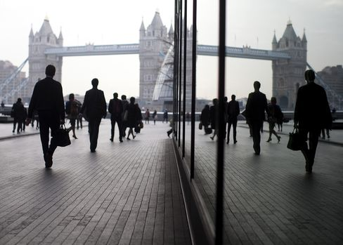 Home to about 250 foreign banks, London is the world's biggest center for foreign-exchange trading and cross-border bank lending and trades $1.4 trillion of interest derivatives daily. Photographer: Simon Dawson/Bloomberg