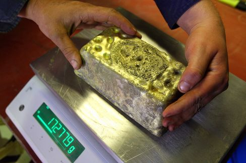 Gold Seen Luring Wealthy as Stimulus Expands From U.S. to Japan