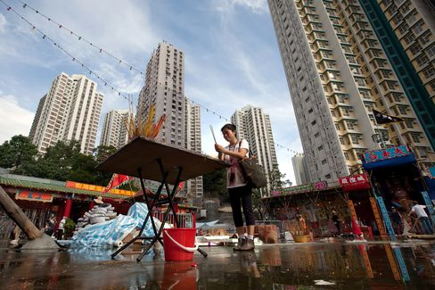 Hong Kong Builders Set for Busiest Month in 6 Years on Low Rates