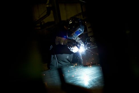 Factories Expanding With Spending Gains: U.S. Economy Preview
