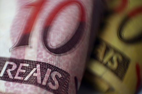 Brazil Real Rises Most Among World's Currencies on Intervention
