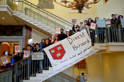 Harvard Faces Fossil Fuel Dilemma as Endowments Resist Divesting