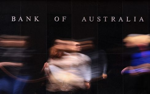 RBA Cuts CPI Outlook as Aussie, Mine-Boom Peak Weigh on Growth